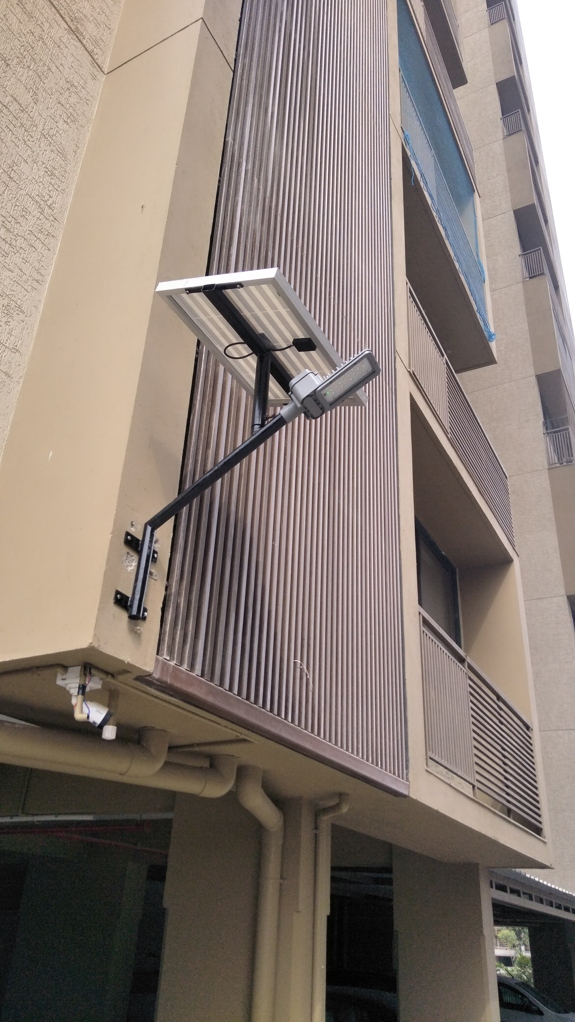 Installation  solar semi integrated solar led Street light